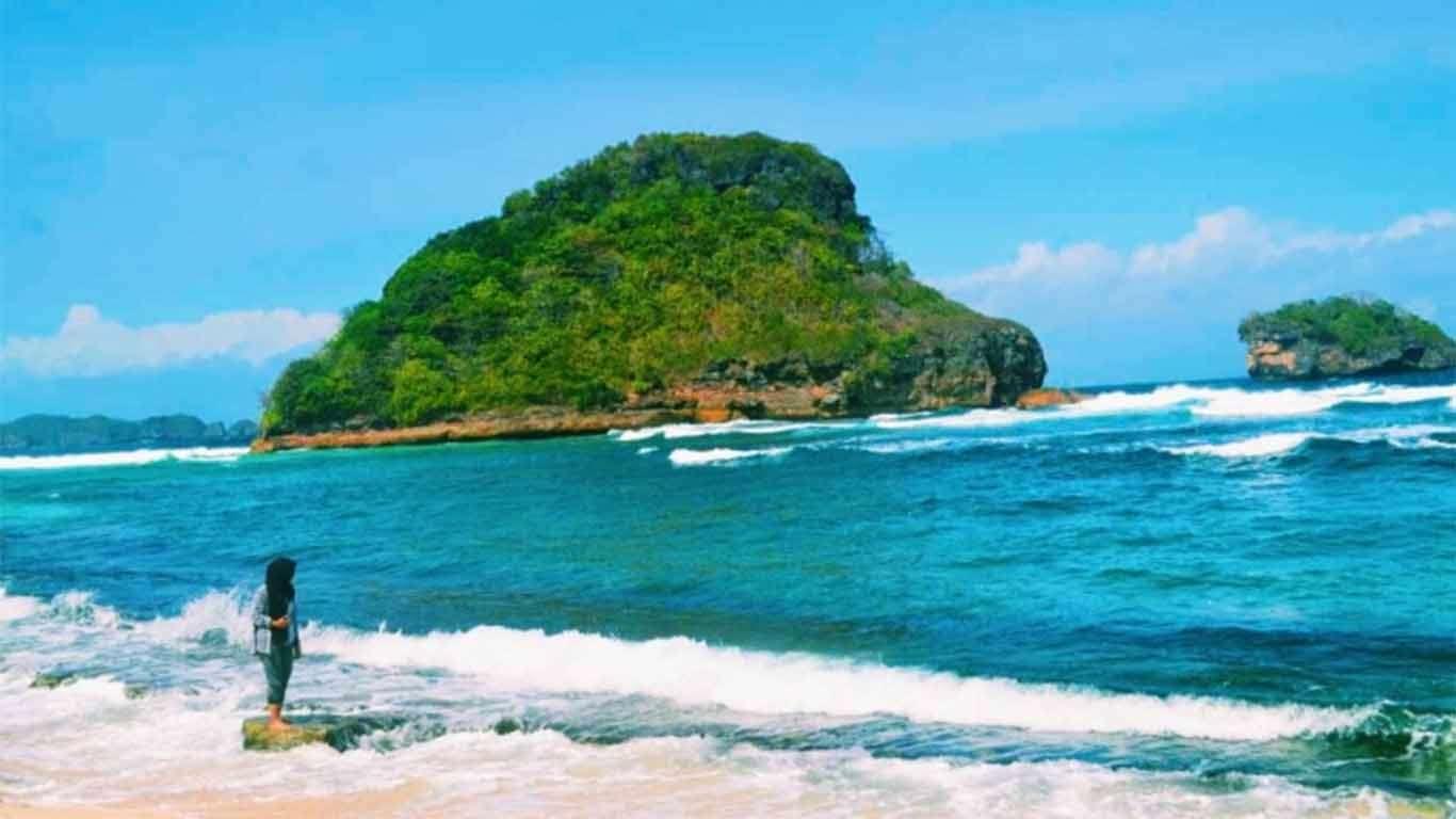 Indahnya Pantai Goa Cina Malang