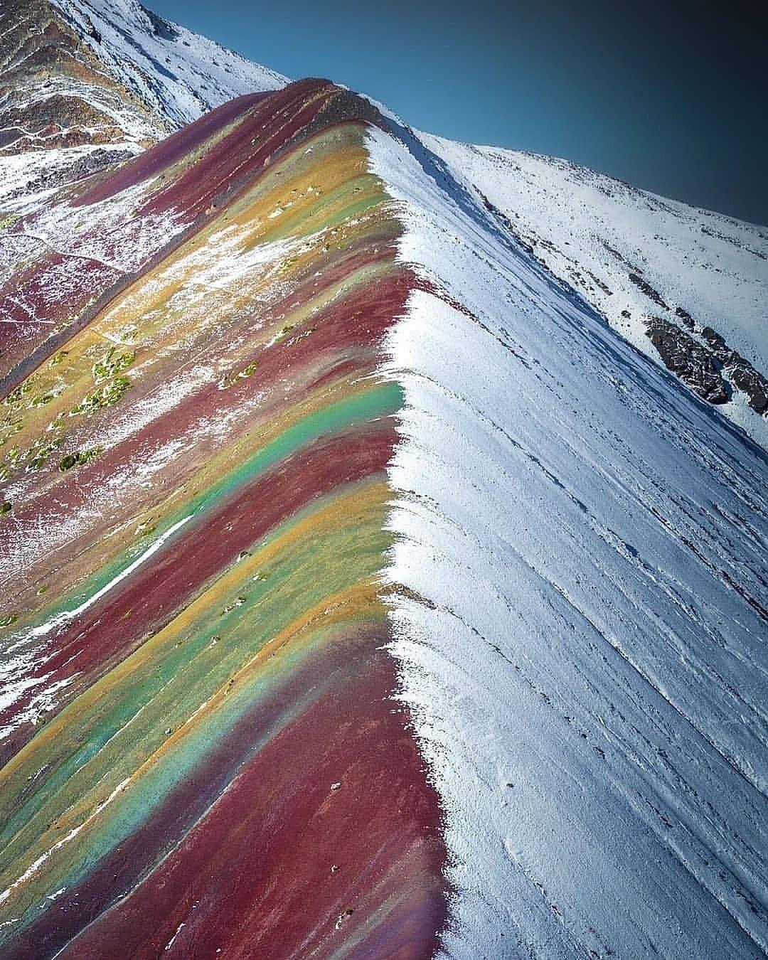 Pemandangan Luar Biasa Rainbow mountain di Peru_