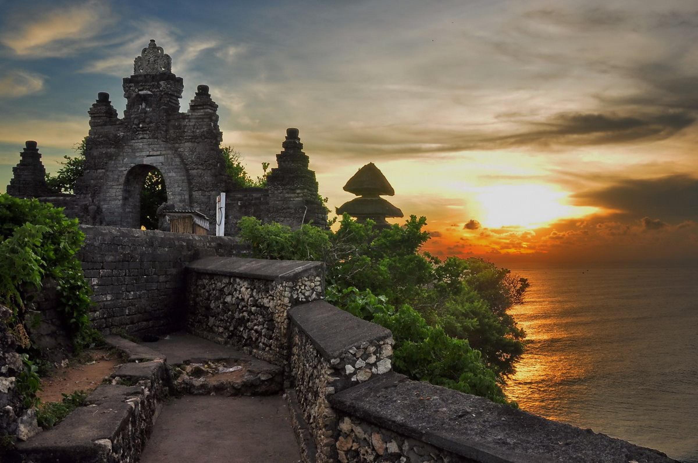 Pura Uluwatu Wisata Keren Di Bali