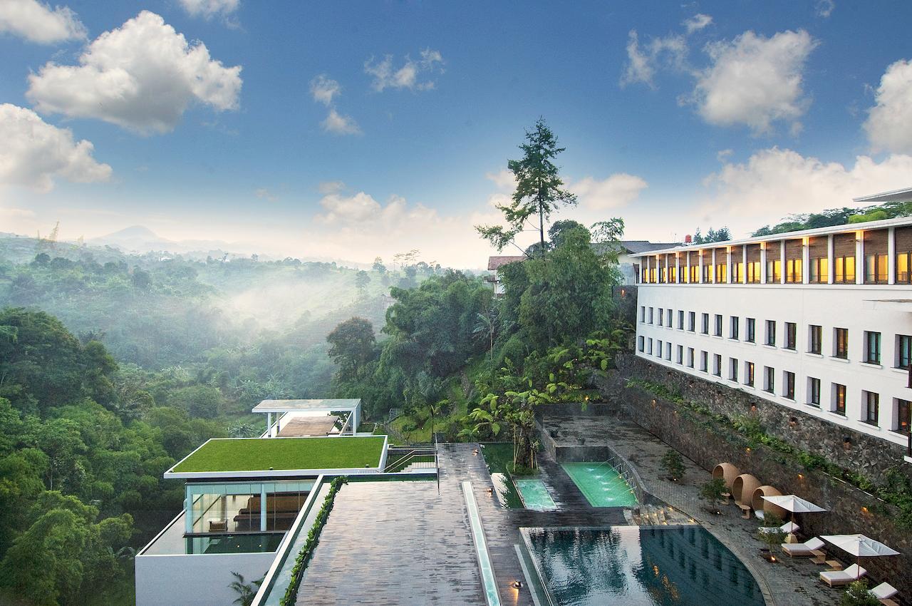 Rekomendasi Padma Hotel Bandung Bernuansa Alam