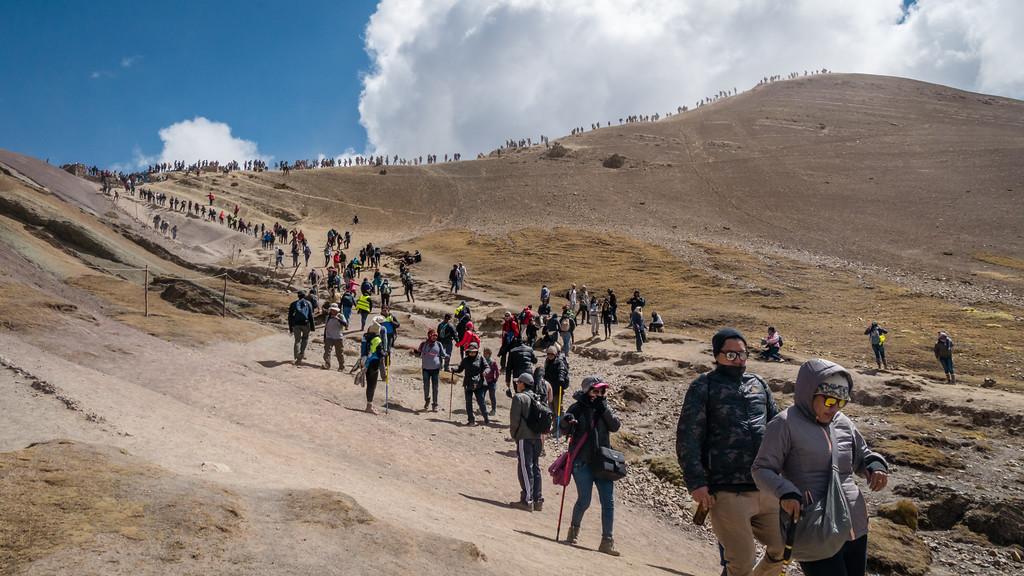 Wisata Ke Gunung Pelangi Peru Ramai