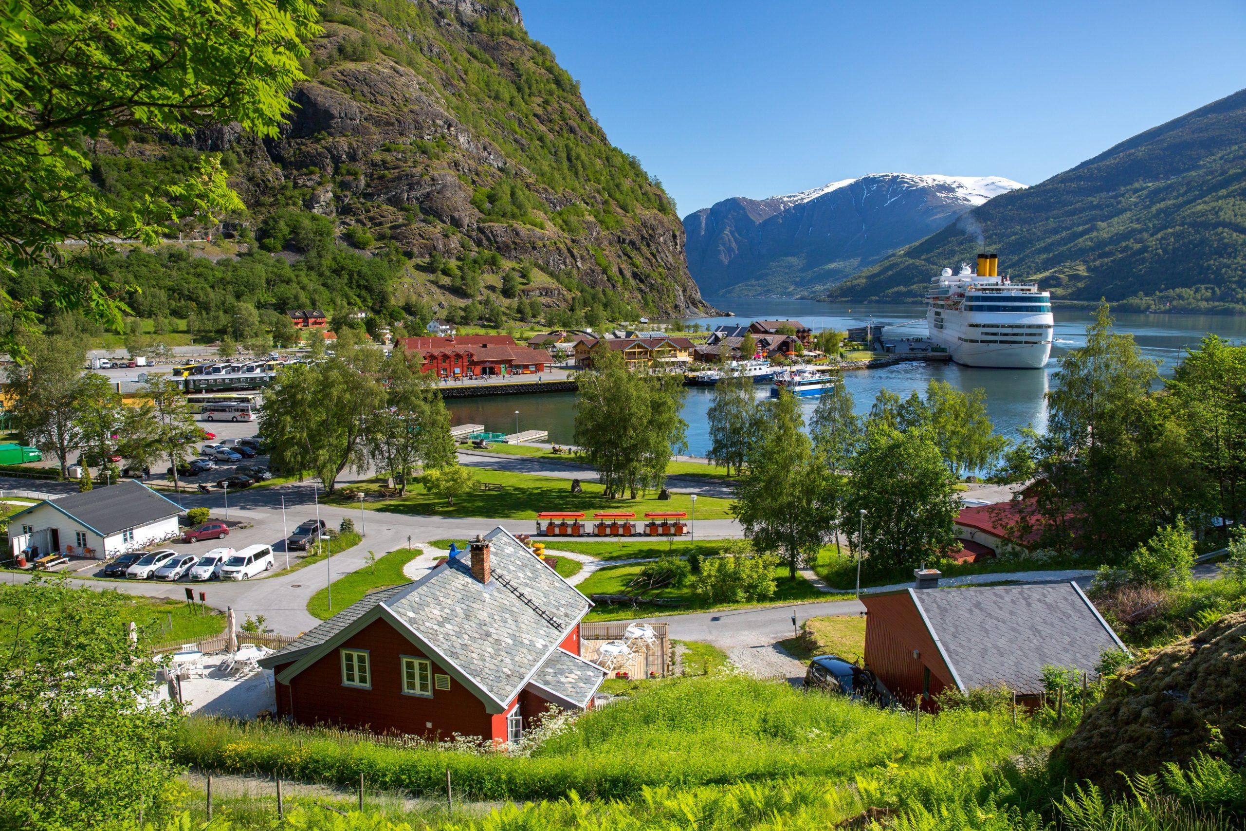 6 Hal Menakjubkan Yang Bisa Kamu Lakukan Di Desa Falm Norwegia