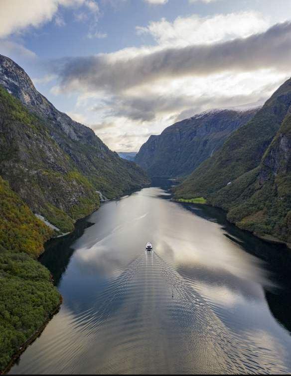 Keindahan Naeroyfjord Norwegia