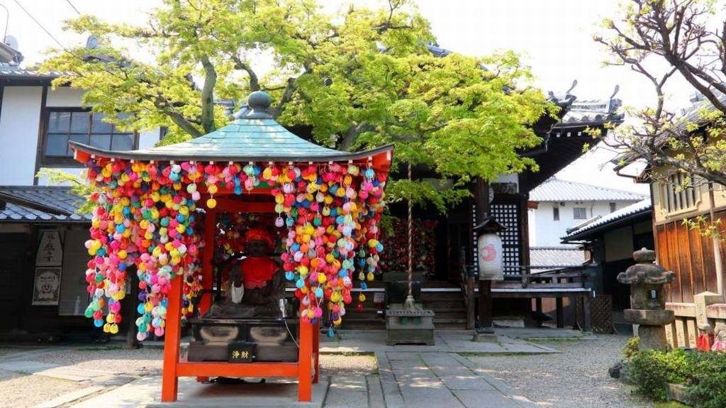 Kuil Yasaka Koshindo