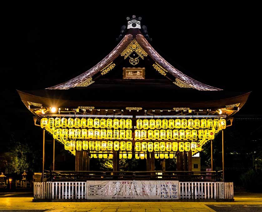 Kunjungi Kuil Yasaka Jepang
