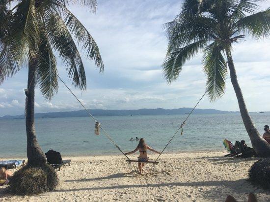 Pantai Telanjang Leela