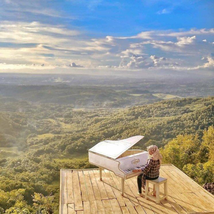Area Bermain Piano Pintu Langit Dahromo