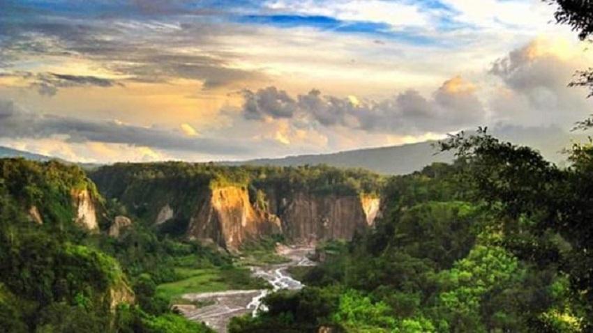 Ngarai Sianok Bukittingi Sumatera Barat
