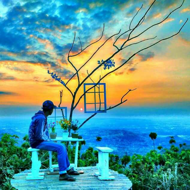 Spot Foto Pintu Langit Dahromo