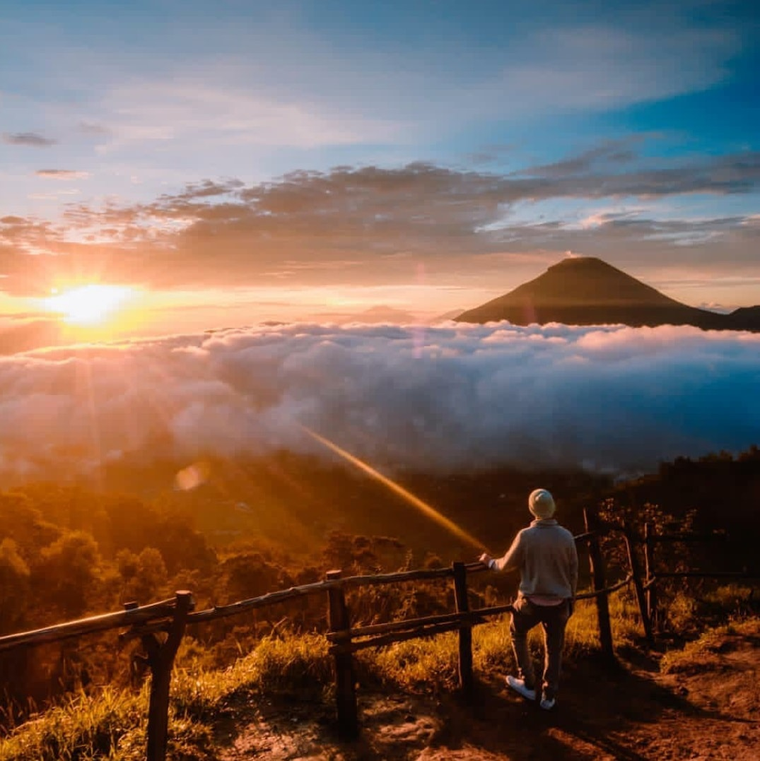 Golden Sunrise Bukit Sikunir Dieng