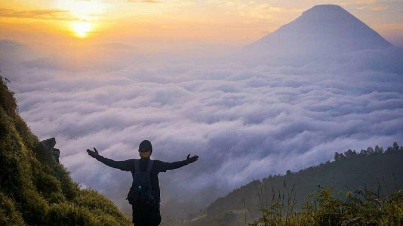 Tips Mendaki Bukit Sikunir Dieng Untuk Berburu Golden Sunrise