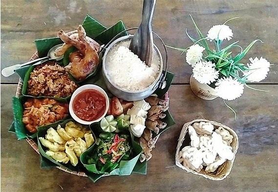 Nasi Liwet Padukdek Bukit Saung Bambu